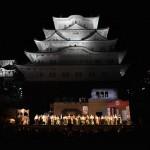 夜空に映し出される姫路城の下で・・・